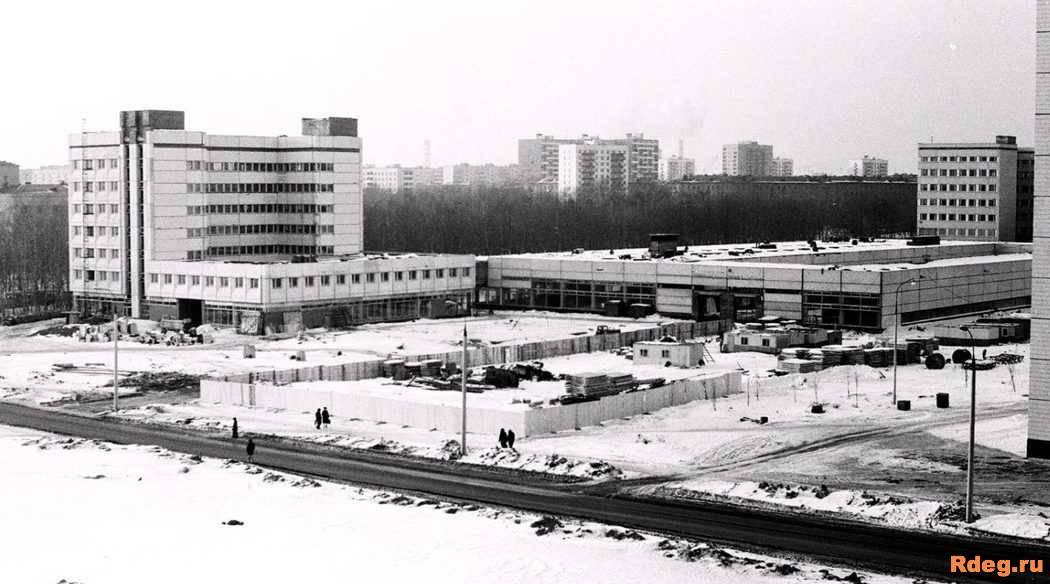 Снимок сделан в 1998г. Сейчас торговый центр РТС.jpg