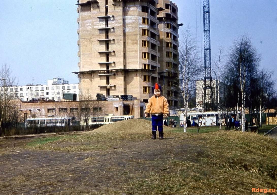 Бескудниковский бульвар. Строительство дома 15к1 1979г.jpg
