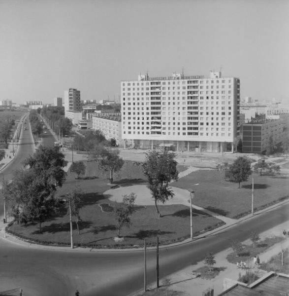 Бескудниково. Угол Дмитровского шоссе и Бескудниковского бульвара 1974г.jpg